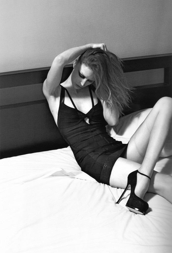 Raquel_Zimmermann-Mario_Sorrenti-Self_Service-05b.jpeg