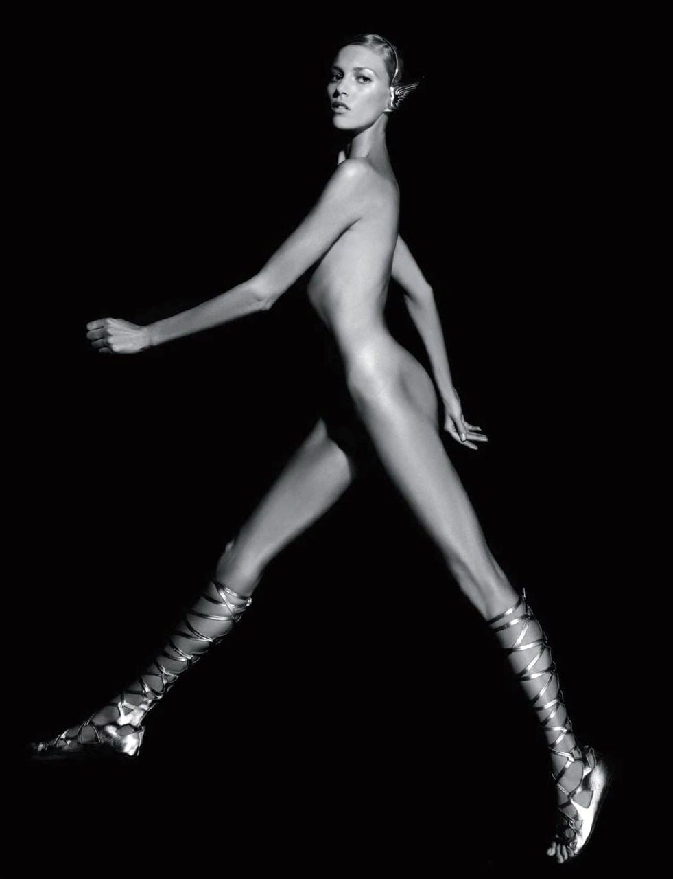Anja_Rubik-Karl_Lagerfeld-shrbr.jpeg