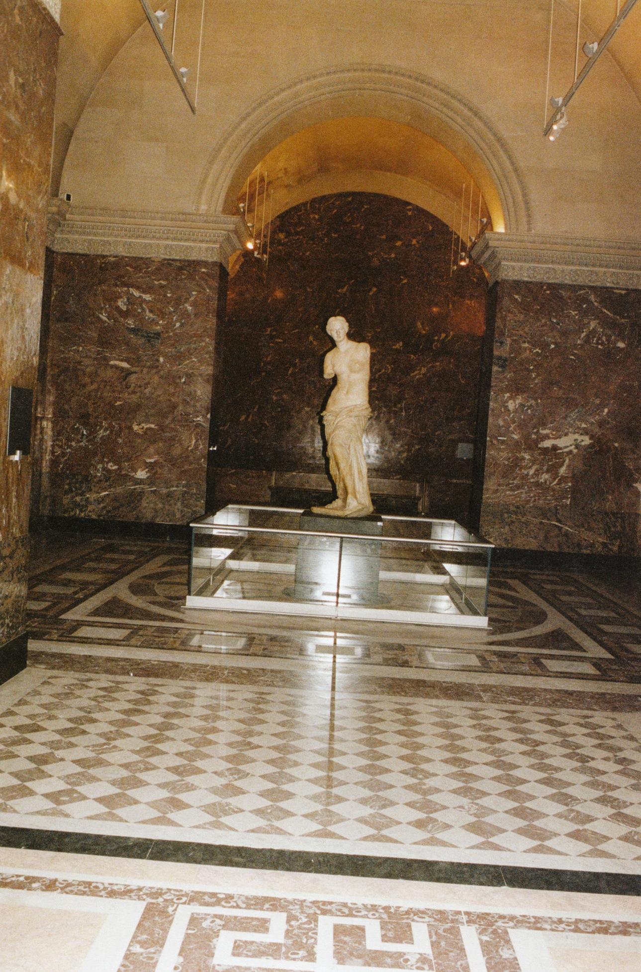 Raquel_Zimmermann-Charlotte_Rampling-Juergen_Teller-Louvre-06.jpeg