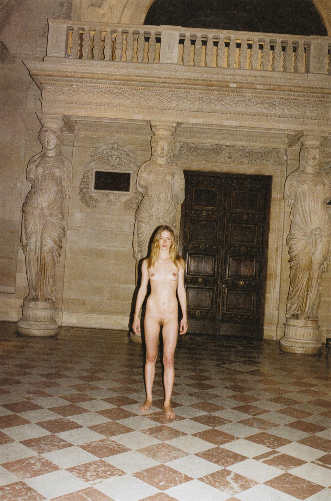 Raquel_Zimmermann-Charlotte_Rampling-Juergen_Teller-Louvre-07.jpeg