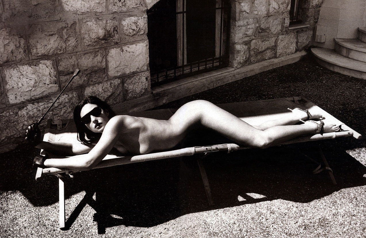 Monica_Bellucci-Helmut_Newton-01.jpeg