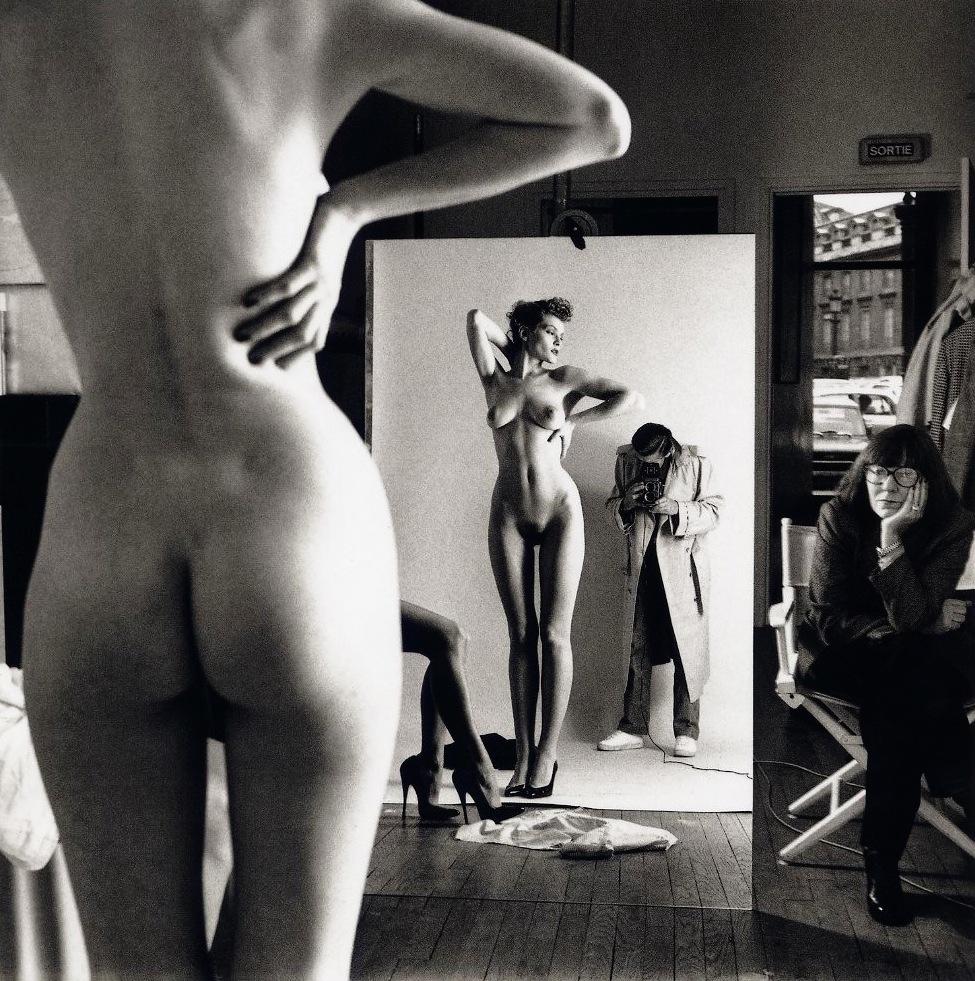 Helmut_Newton-Self_portrait_with_is_wife_June_and_model-Paris-1981-leclownlyrique.jpeg