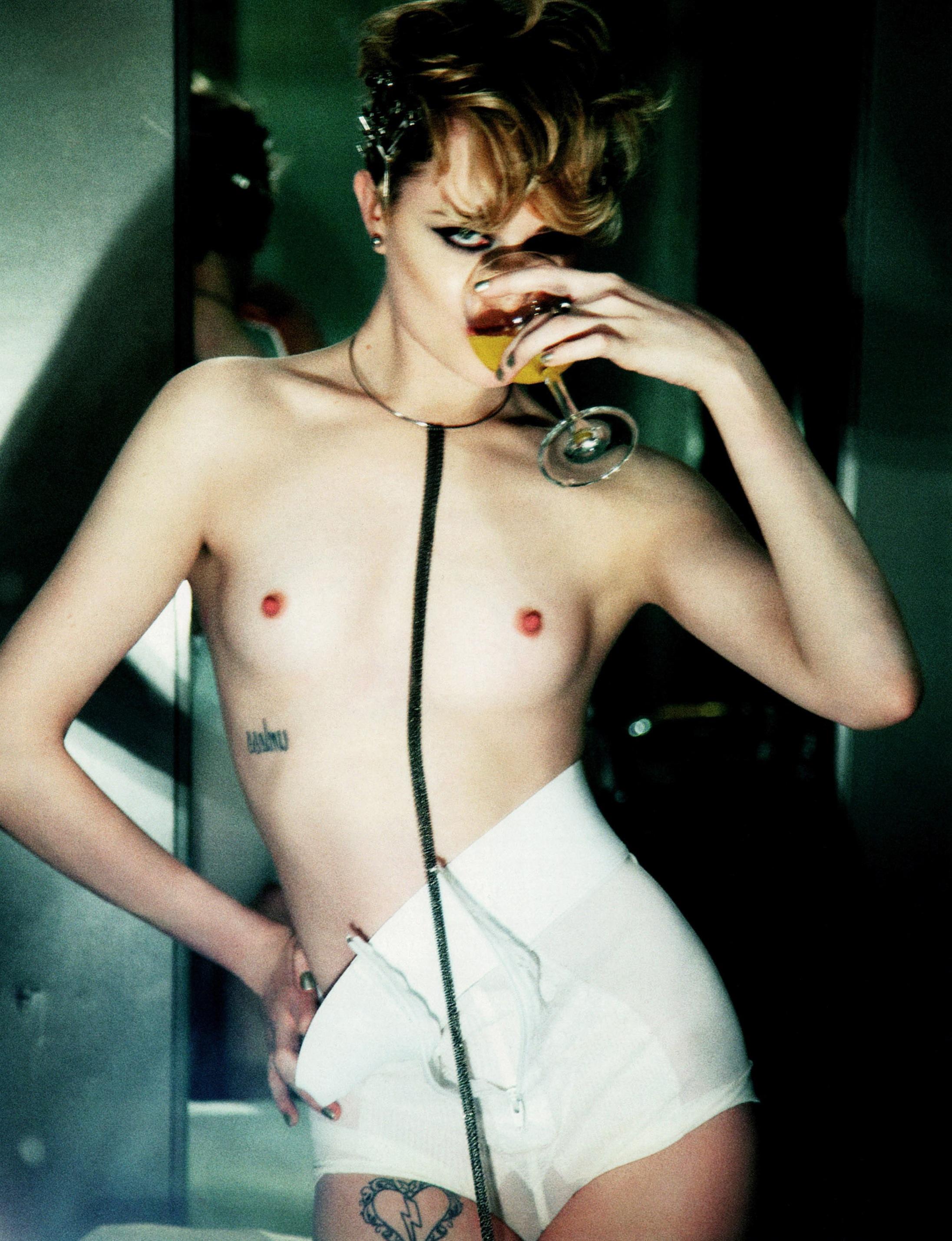 Evan_Rachel_Wood-Ellen_Von_Unwerth-Flaunt-01.jpeg