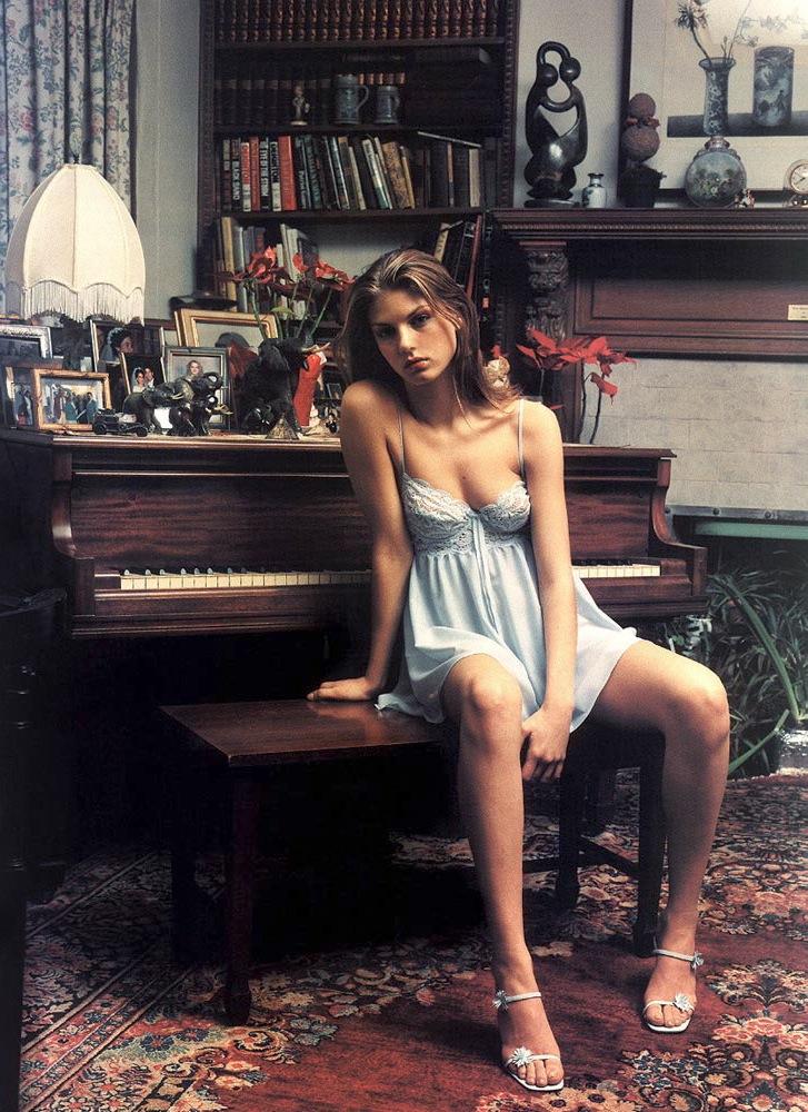 Angela_Lindvall-Mario_Sorrenti-The-Face-02.jpeg