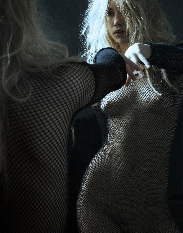 Suki_Waterhouse-James_D_Kelly-01.jpeg