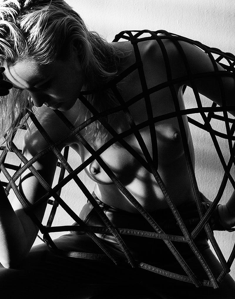 Cora_Keegan-Craig_Salmon-Fashion_Gone_Rogue-01-sangredeltoro.jpeg
