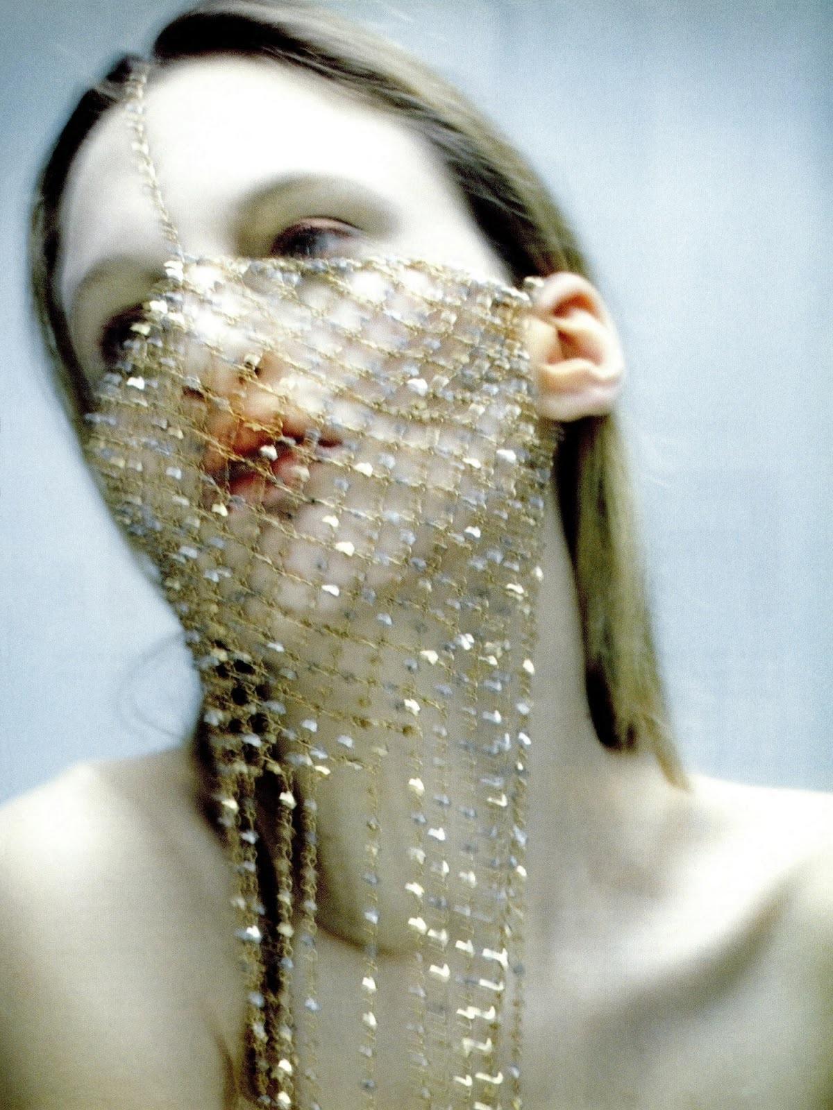 Martina_Hoogland_Ivanow-Dazed-Confused-1997-01-foudre.jpeg