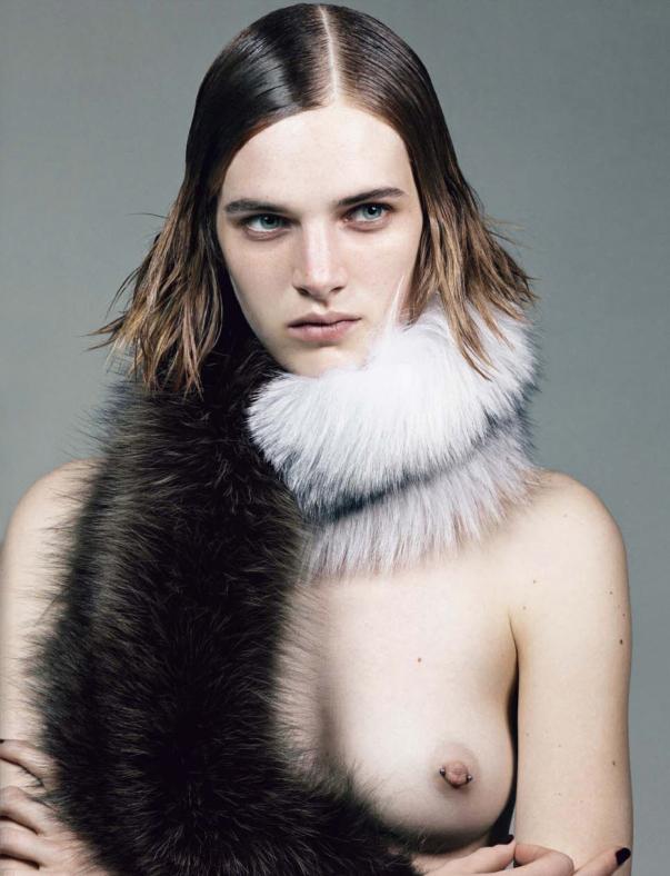 Ashleigh_Good-Craig_McDean-Vogue_Italia-wearesodroee.jpeg