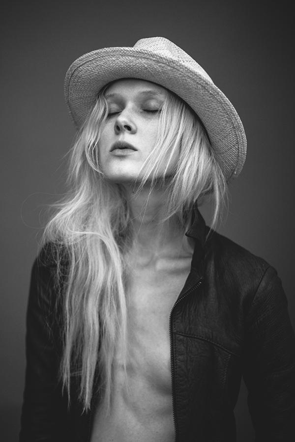Annie_Montgomery-Josh_Wool-01.jpg