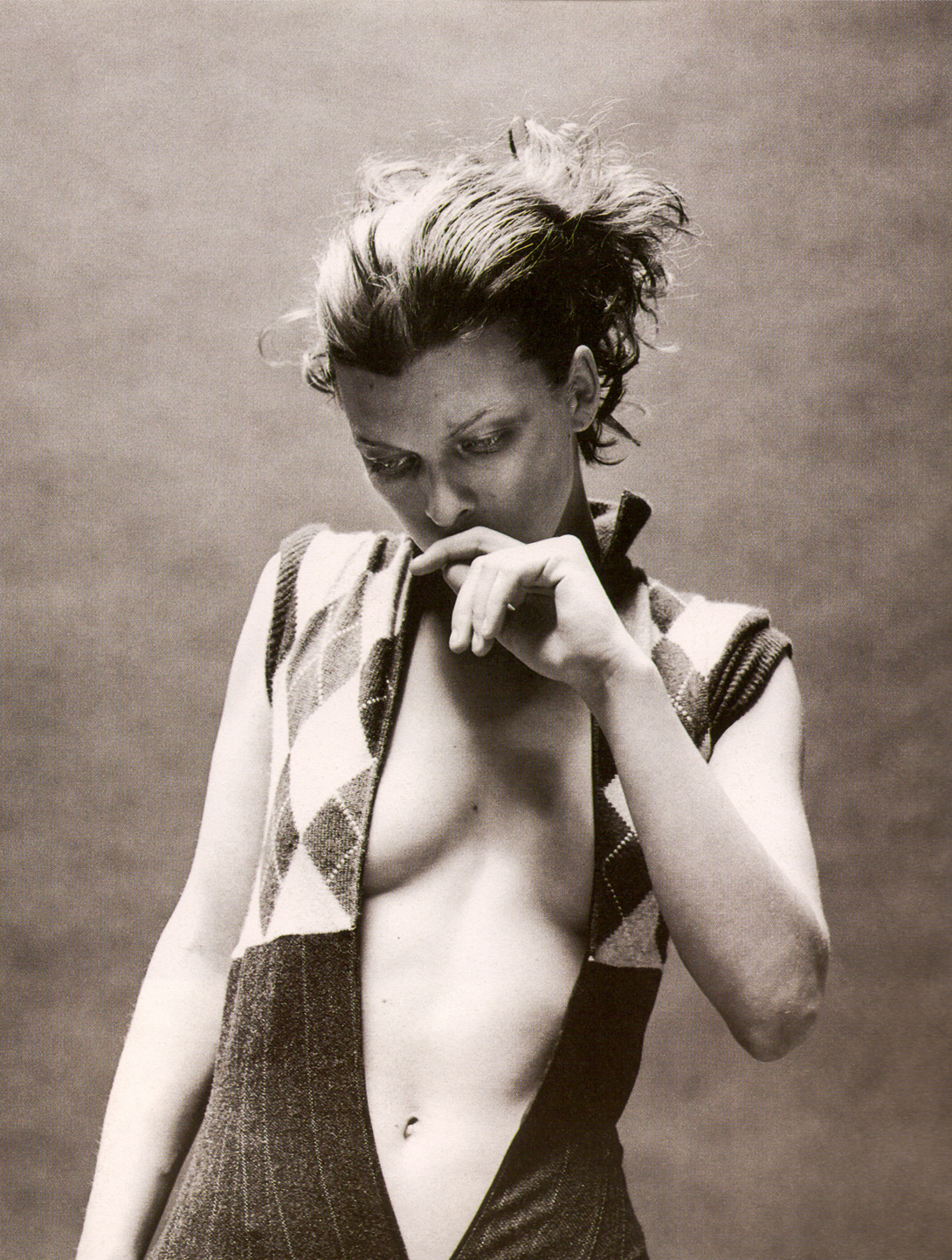 Milla_Jovovich-36-toooth.jpg