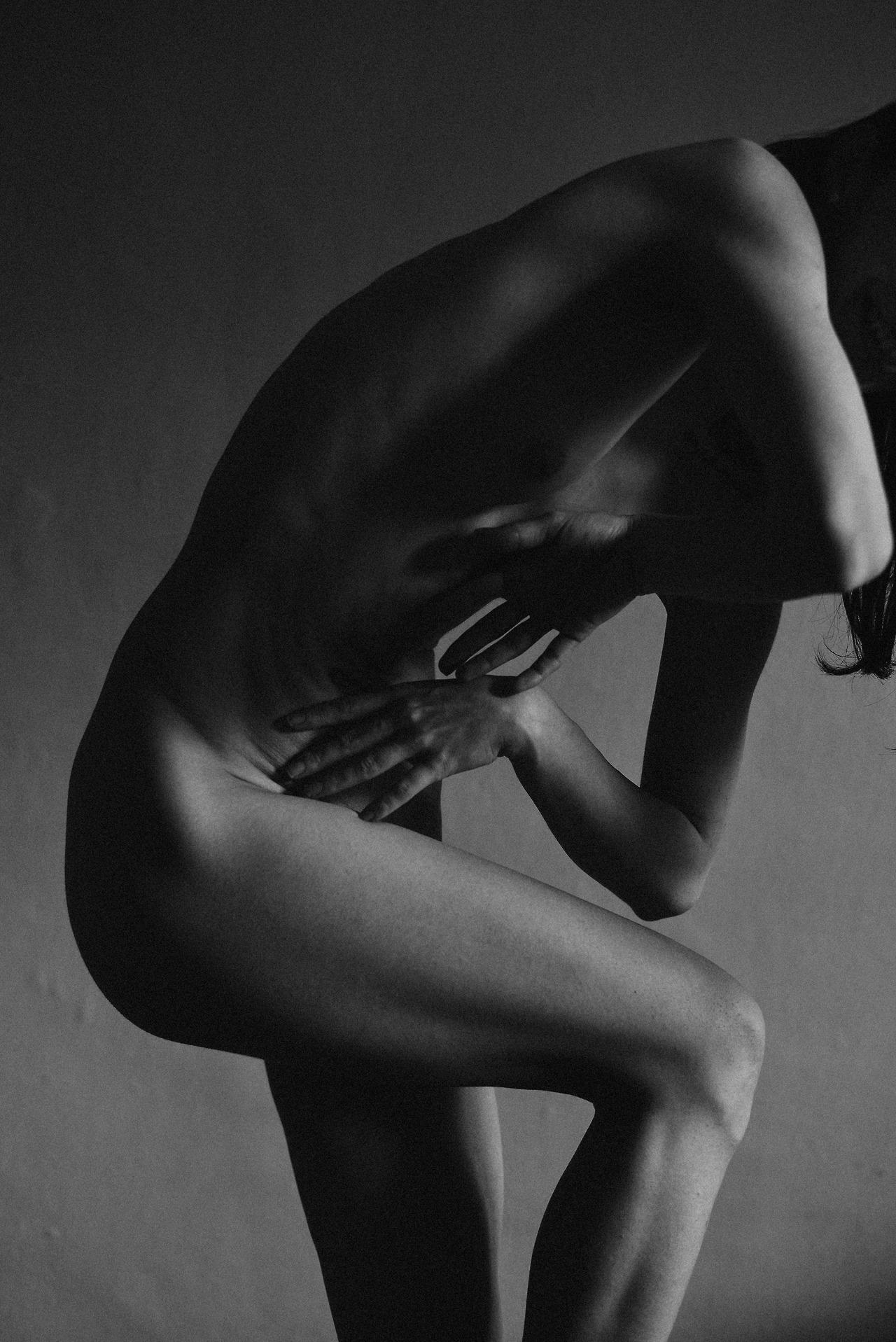 Alexandra-Chris_Devour-01.jpg