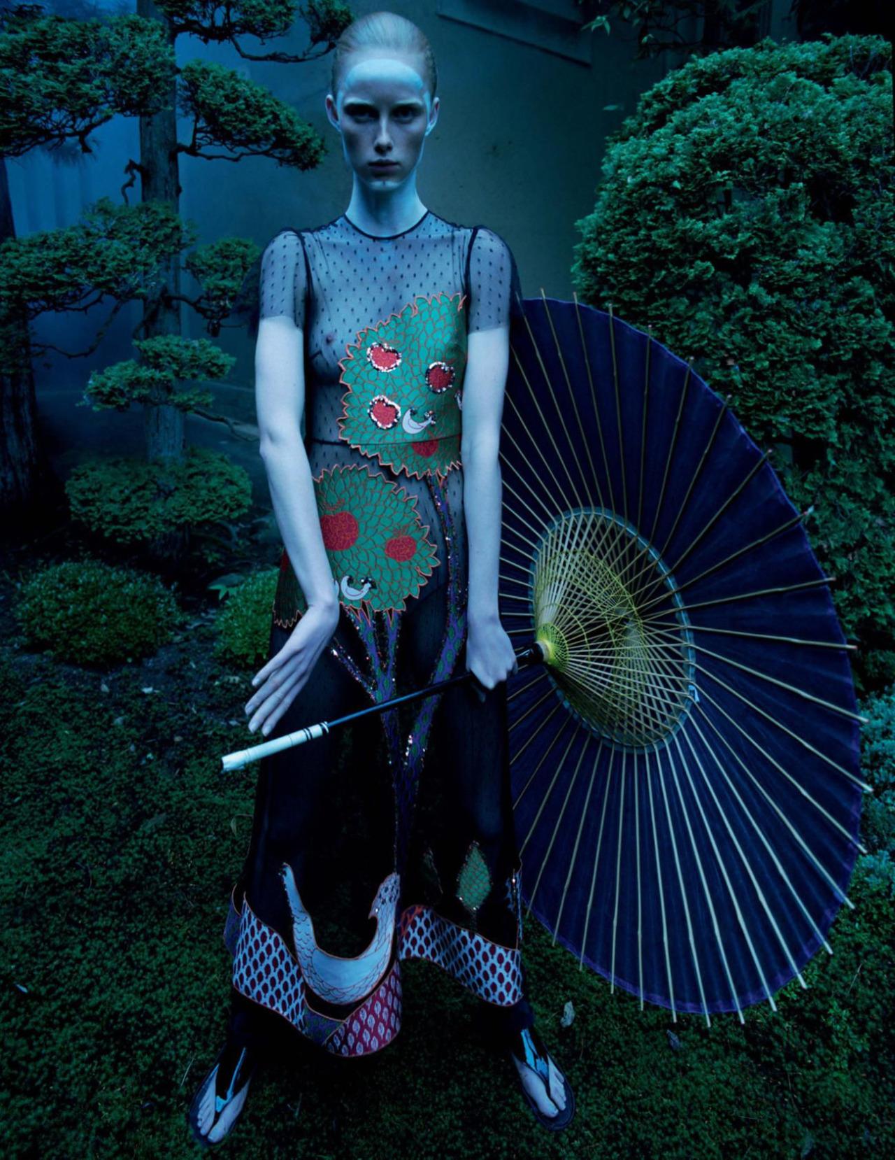 Rianne_van_Rompaey-Tim_Walker-Vogue-01.jpg