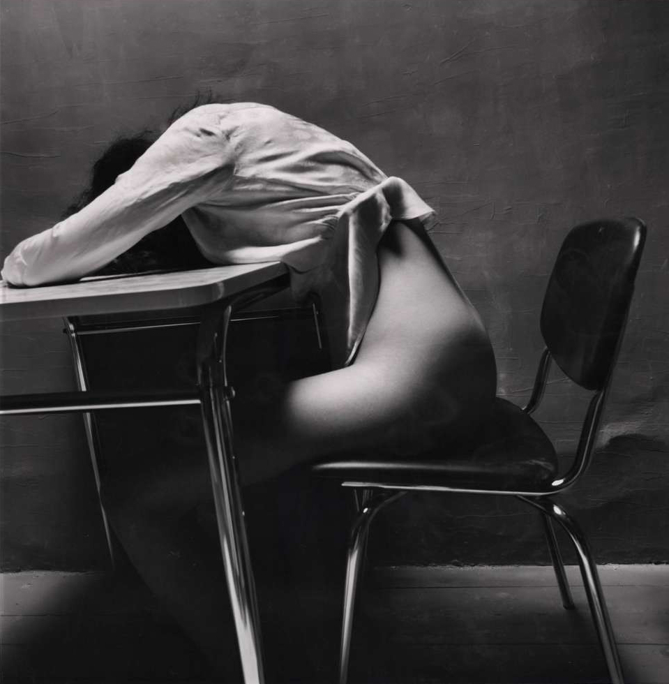 Guy_Bourdin-Nude_Story_in_Dark_Room_(Asleep)-1971-almavio.jpg