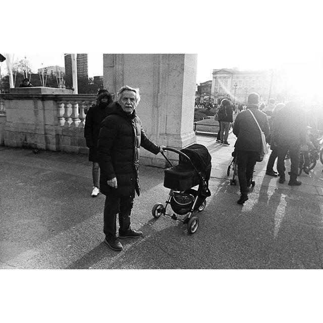London / Ilford HP5 1600 • • • • •  #filmisnotdead #35mm #filmphotography #ishootfilm #analog #ilford #hp5 #believeinfilm #35mmfilm #ilfordhp5 #staybrokeshootfilm #buyfilmnotmegapixels #shootfilm #filmcommunity #analogphotography #analogue #filmcamera #filmphotographic #ilfordfilm #theanalogueproject #film #analoguevibes #thefilmcommunity #istillshootfilm #filmfeed #filmisalive #filmsnotdead #leica #analoguefeatures #mediumformat