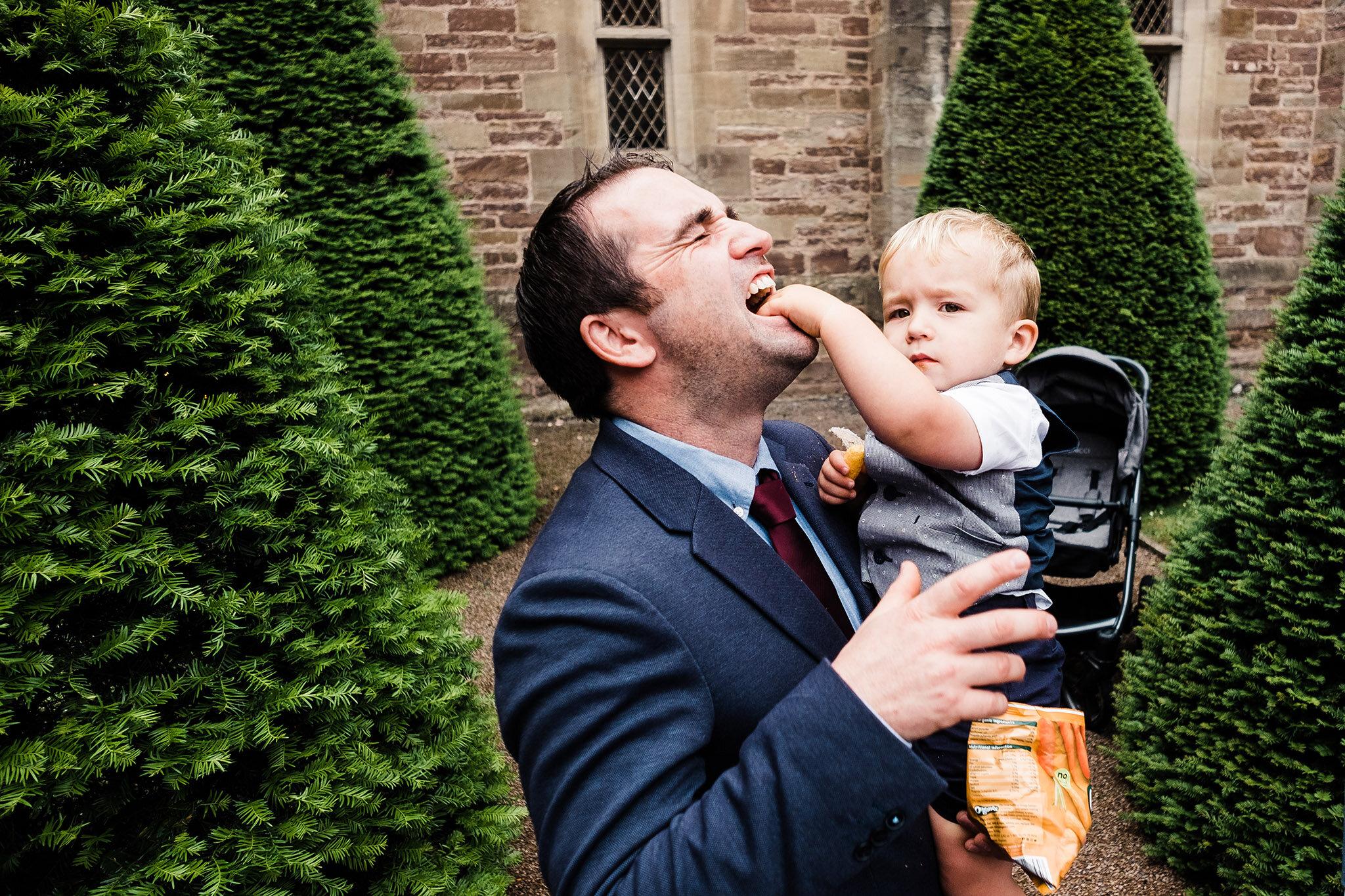 Scott-Stockwell-Photography-wedding-photographer-hampton-court-castle-child.jpg