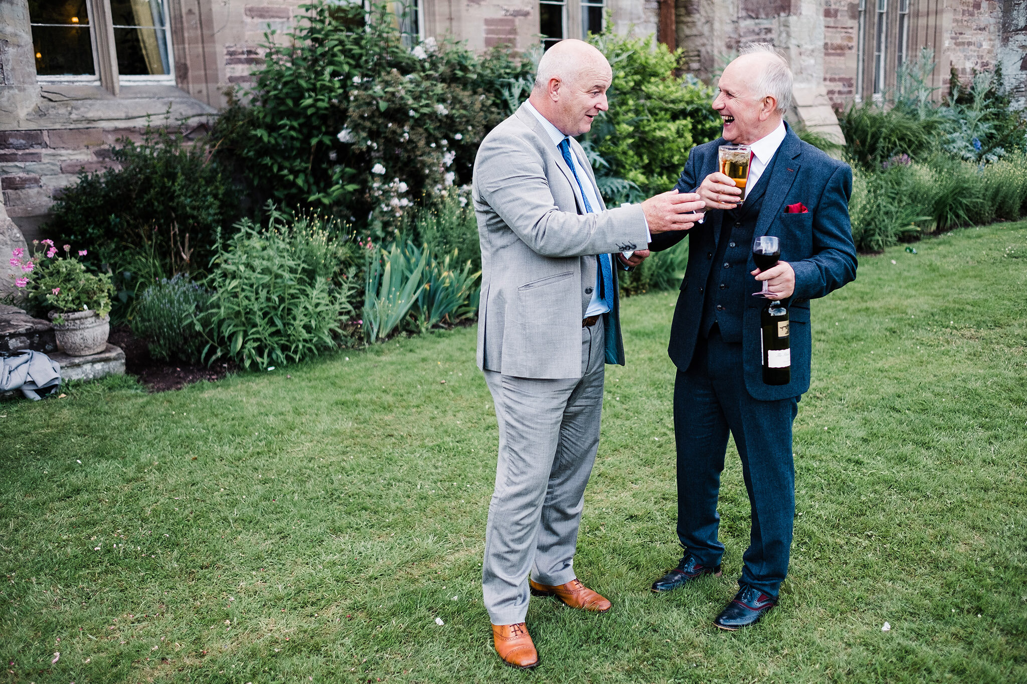 Scott-Stockwell-Photography-wedding-photographer-hampton-court-castle-guests-drinking.jpg