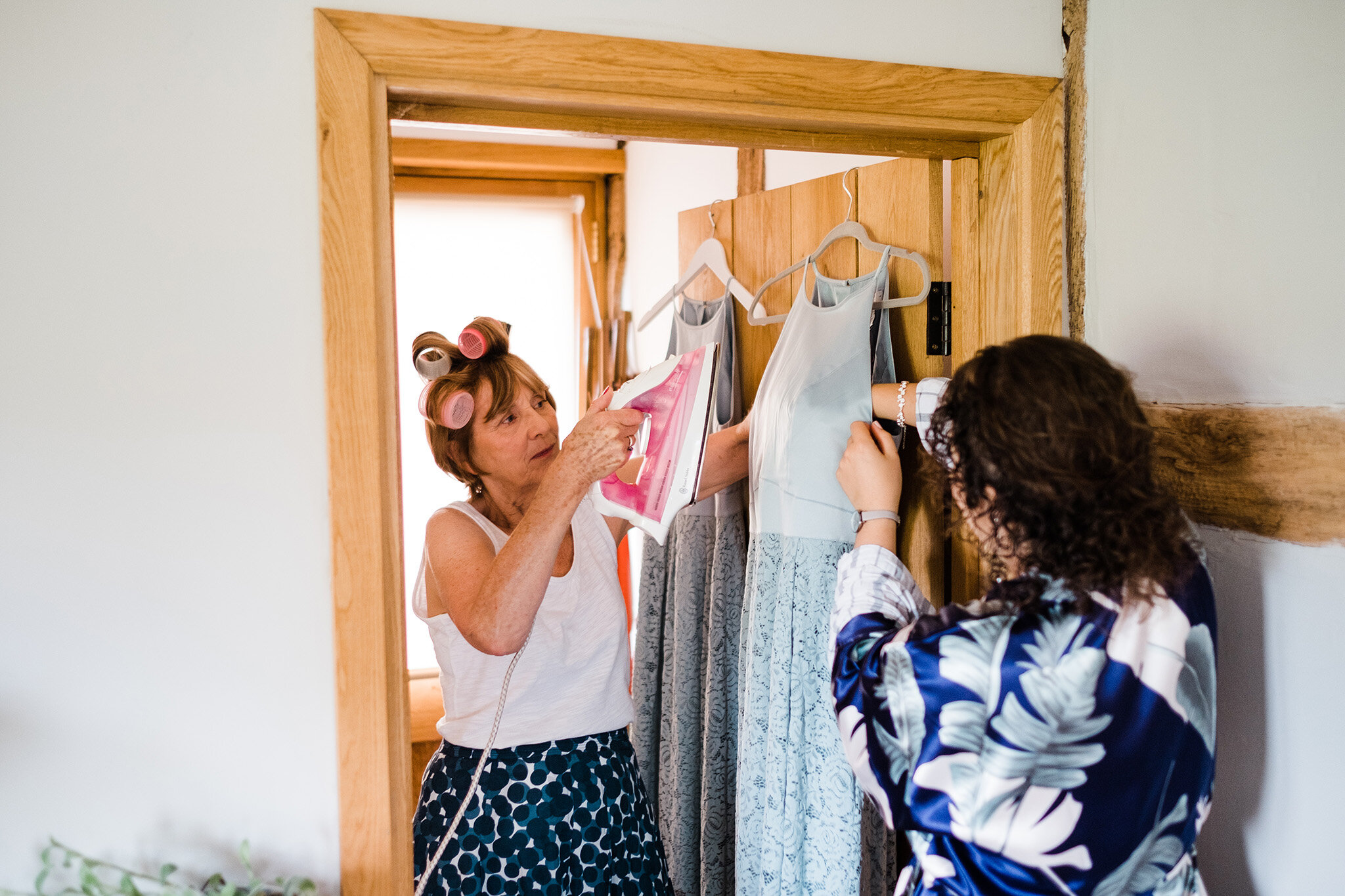Scott-Stockwell-Photography-wedding-photographer-tim-alice-mum-ironing.jpg
