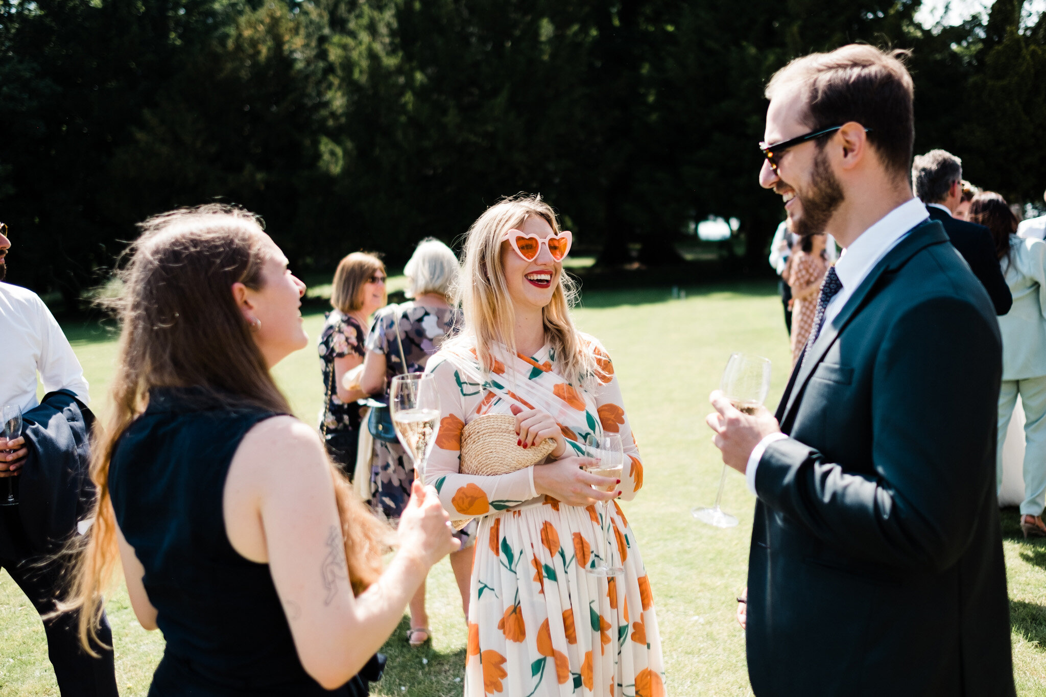 Scott-Stockwell-Photography-wedding-photographer-aynhoe-park-sun-glasses.jpg