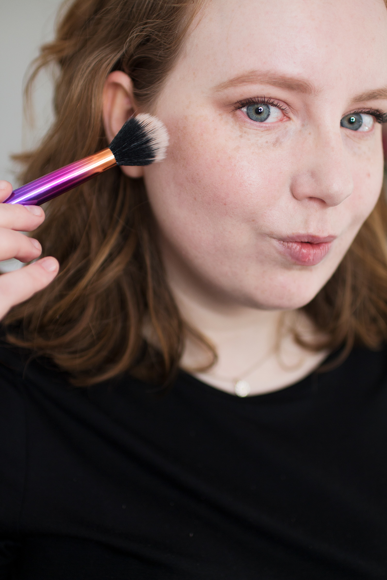 Alice Red applying Max Factor Creme Puff Blush in Nude Mauve