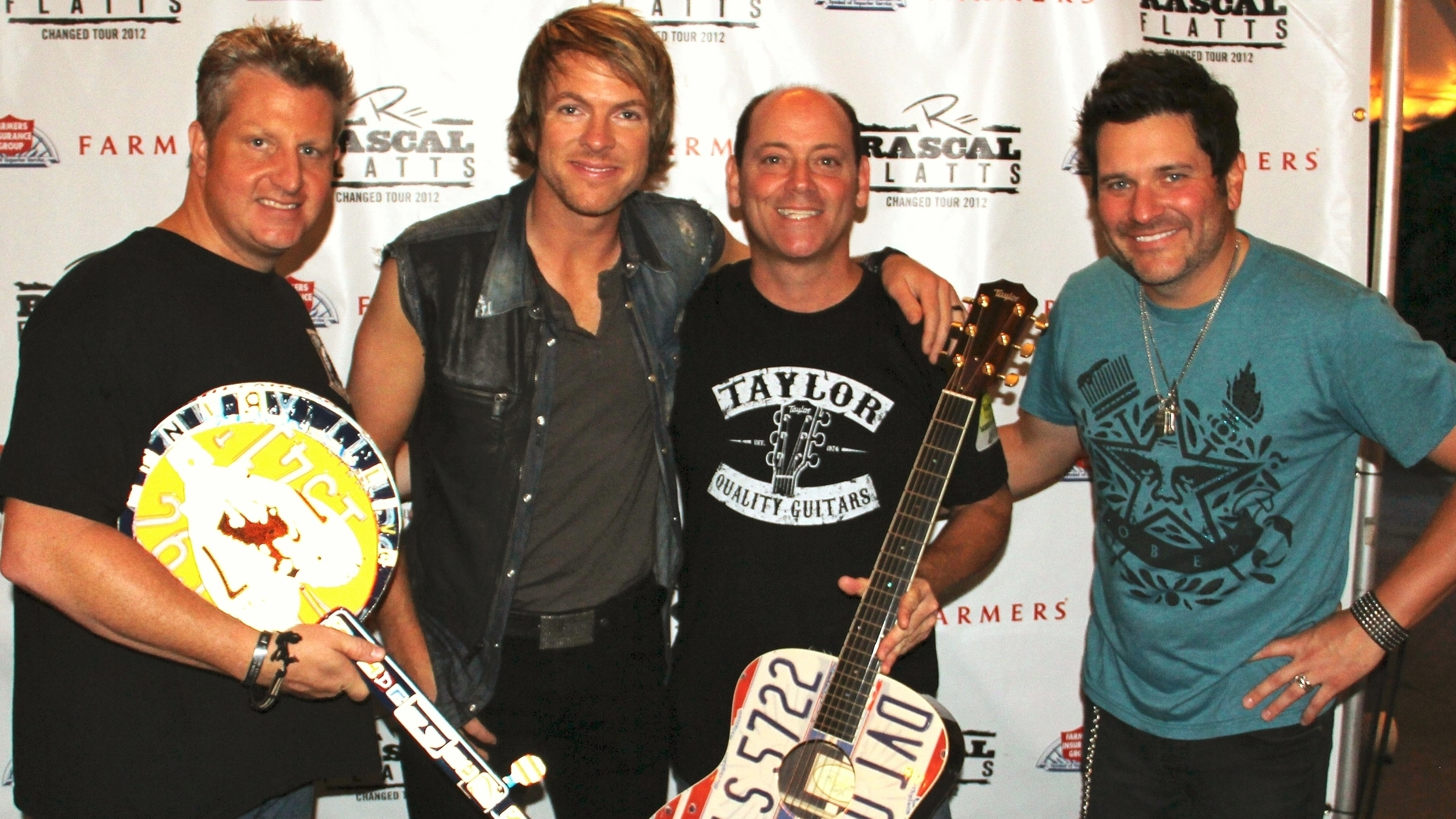 Pete with Rascal Flatts and the guitar he created for their 2012 Changed Tour.