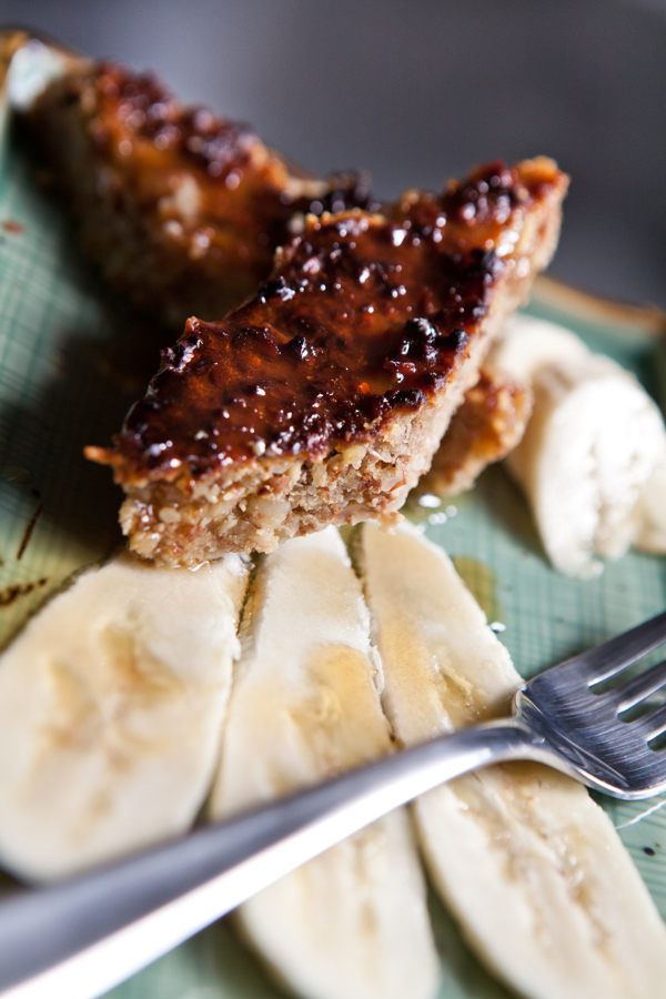 vanilla coffee almond bars with sliced bananas and maple syrup