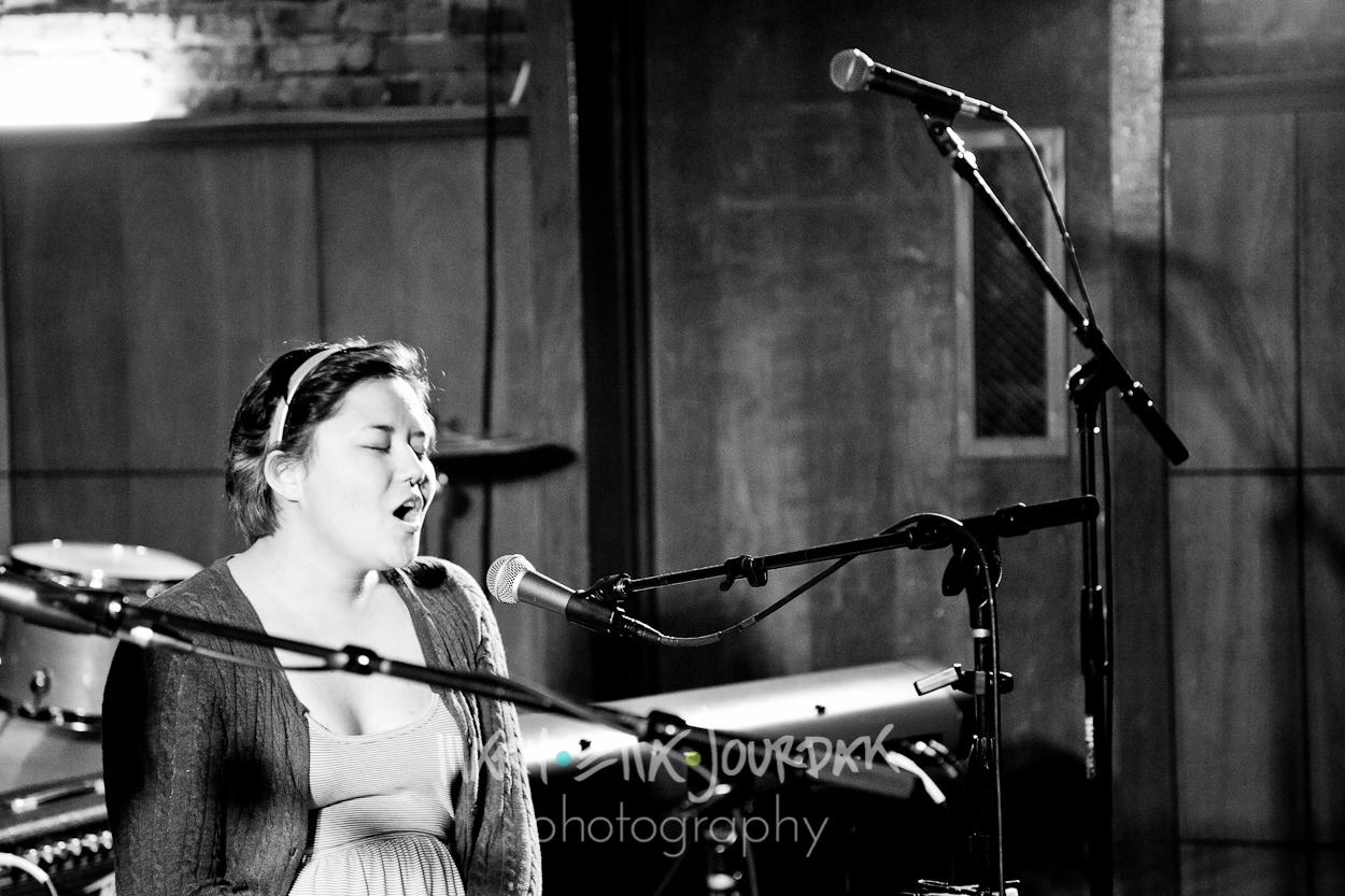 live music downtown historic annapolis maryland band photography photographer acoustic cole cash portrait