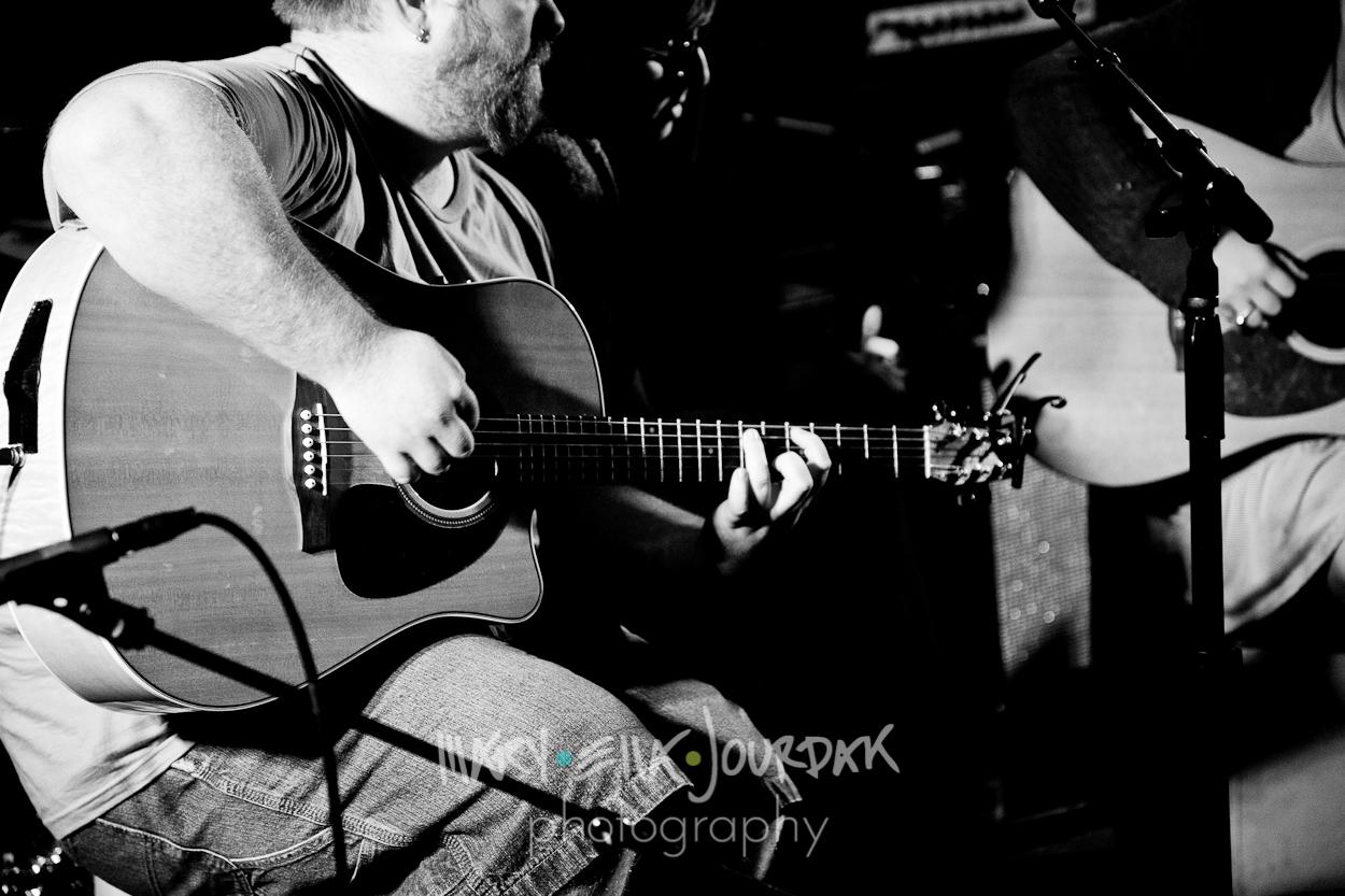 live music downtown historic annapolis maryland band photography photographer acoustic cole cash portrait guitar