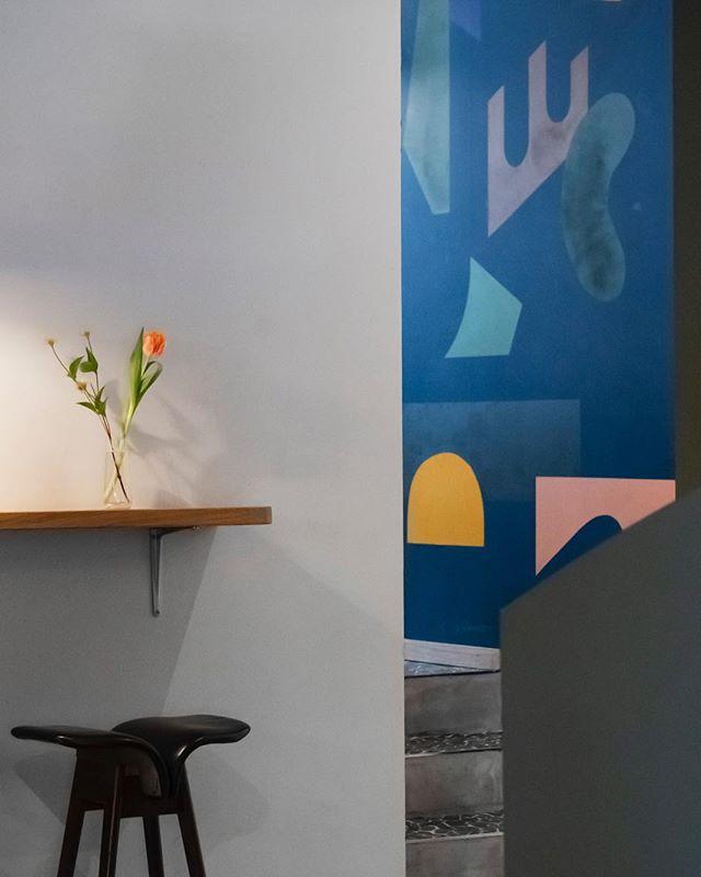 Sneak peek at my latest project 🥳@aubergebeaulieu 📸@christophevoisin . . . #studiojuliachrist #lausannebar #lausanne #mylausanne #bardesign #restaurantdesign #architecture #interiorarchitecture #interiordesign #aubergedebeaulieu #colours #art #branding #design #designer #architecture #hospitality #hospitalitydesign #bar #restaurant