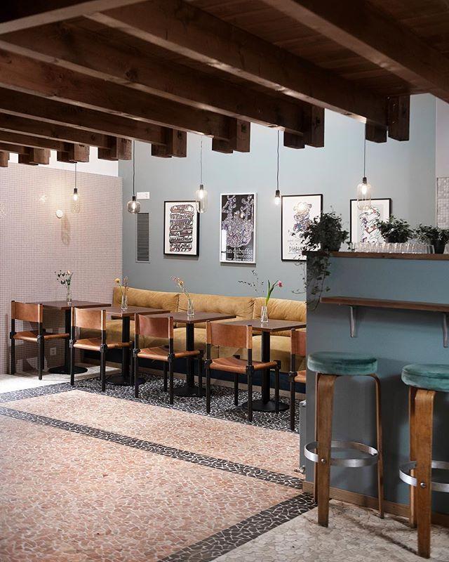 Hello!🏝@aubergebeaulieu 🍹 design and branding by our little studio #studiojuliachrist 📸@christophevoisin . . #studiojuliachrist #lausannebar #lausanne #mylausanne #bardesign #restaurantdesign #architecture #interiorarchitecture #interiordesign #aubergedebeaulieu #colours #art #branding #design #designer #architecture #hospitality #hospitalitydesign #bar #restaurant #burlemarx