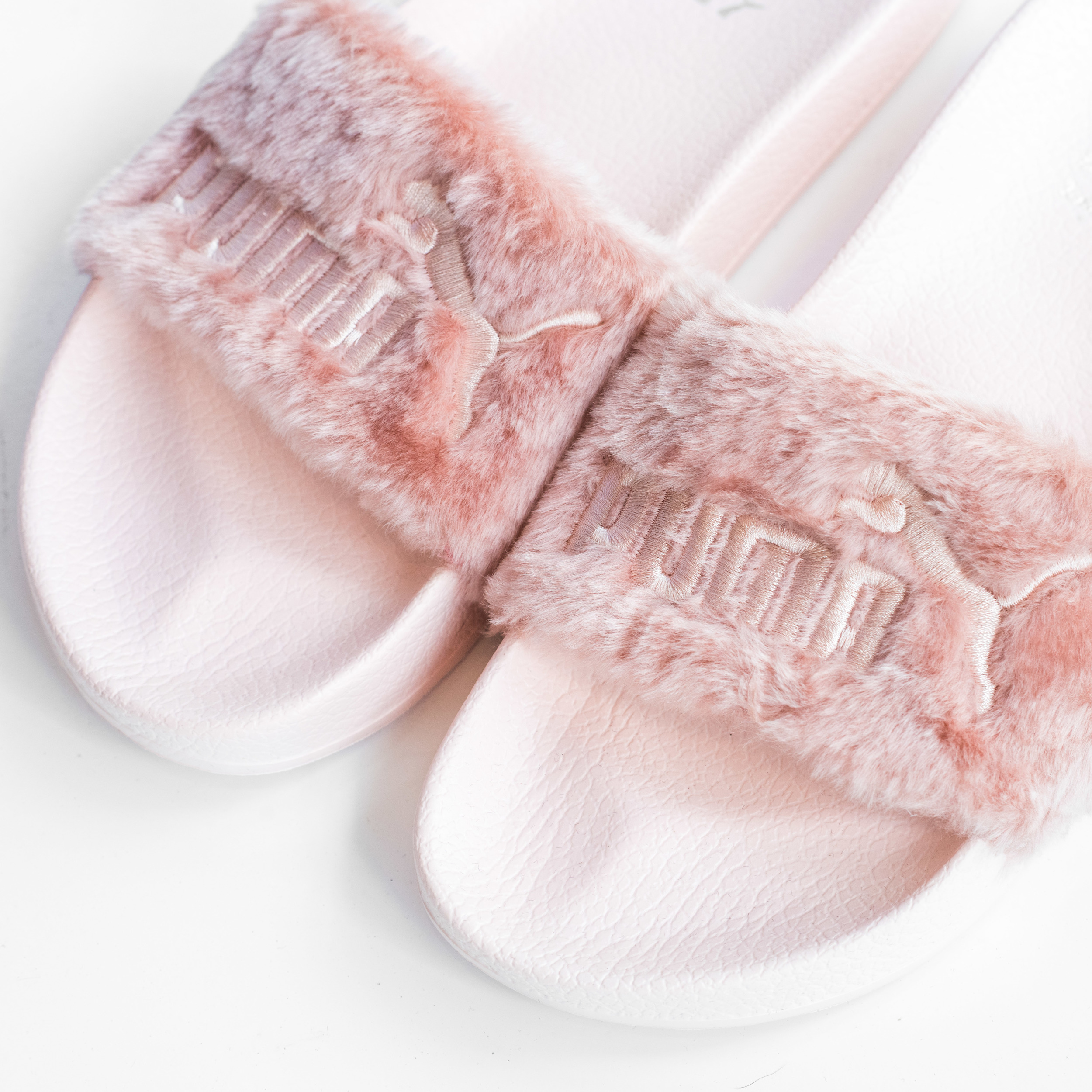 cheap for discount 601d0 360b9 PUMA FENTY FUR SLIDE — Epitome