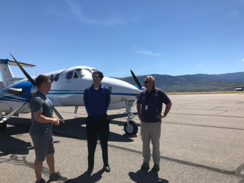 Stemilt pilots Tyson McInnis and John Heinrich visit with David Olmos