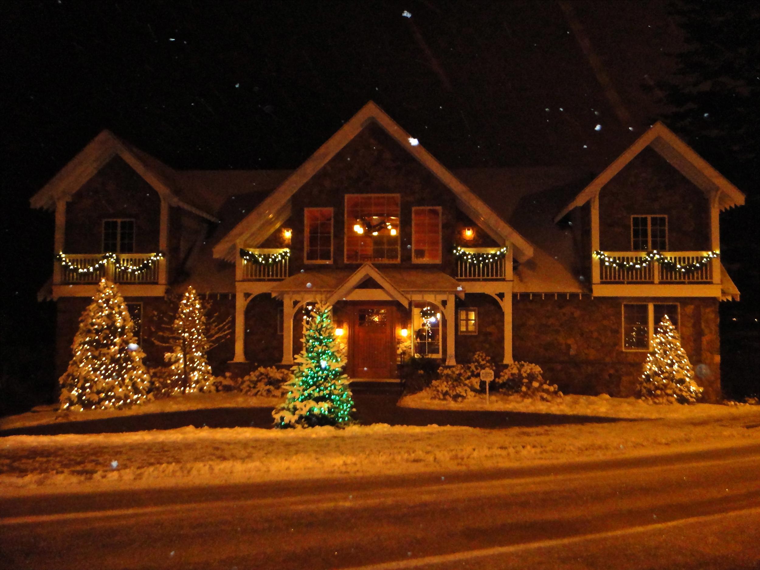Mirror Lake Inn Colonial House Christmas
