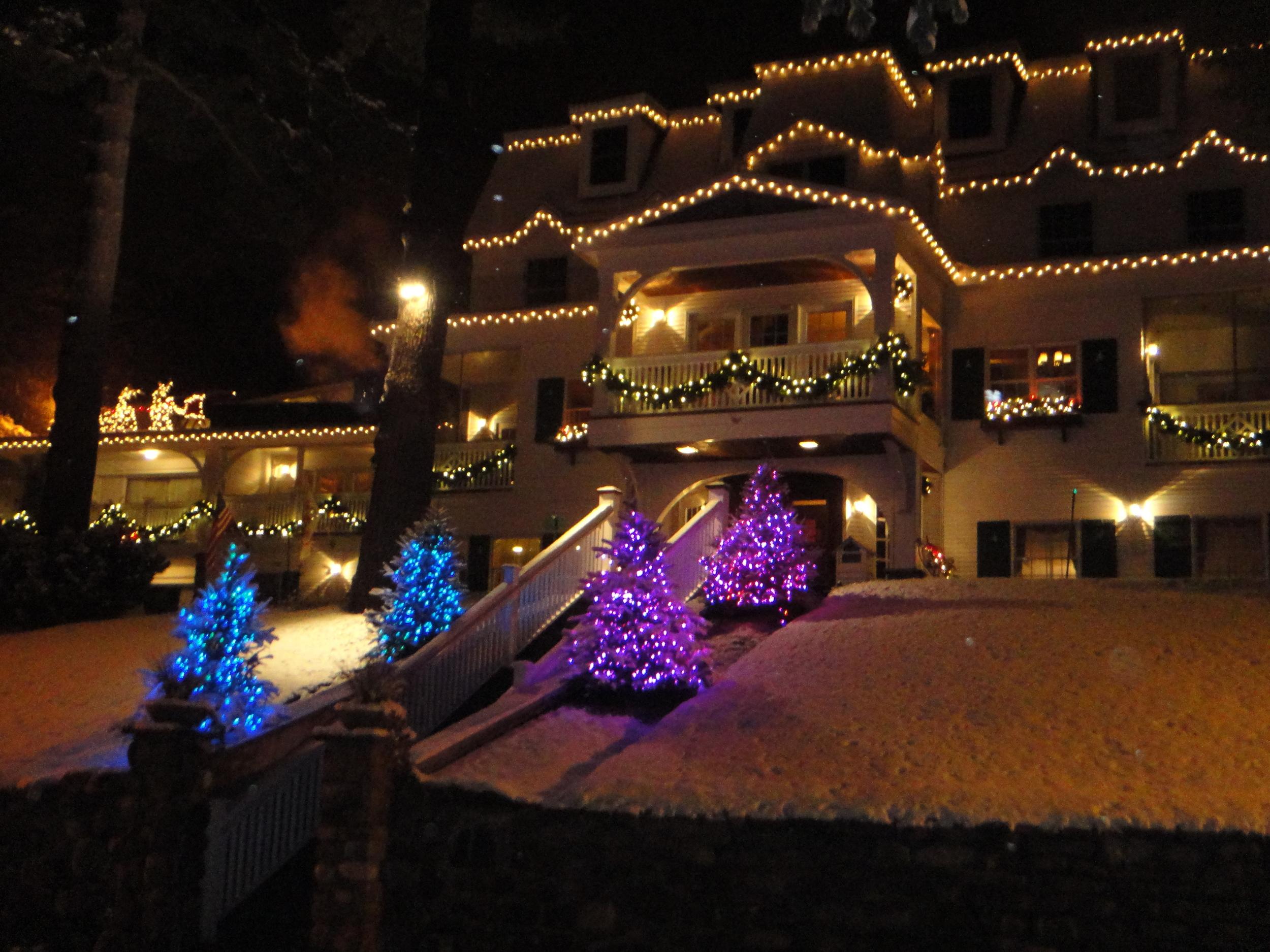 Holiday Colors on Mirror Lake Inn