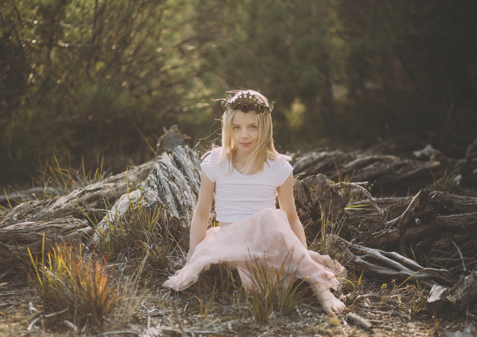 Little girl sitting on wood | Children's Concept Photographer Bayside, Melbourne