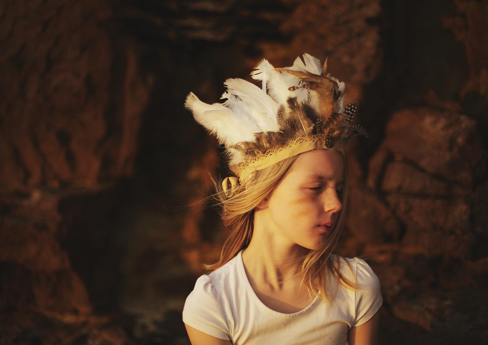 Little girl's Indian head dress