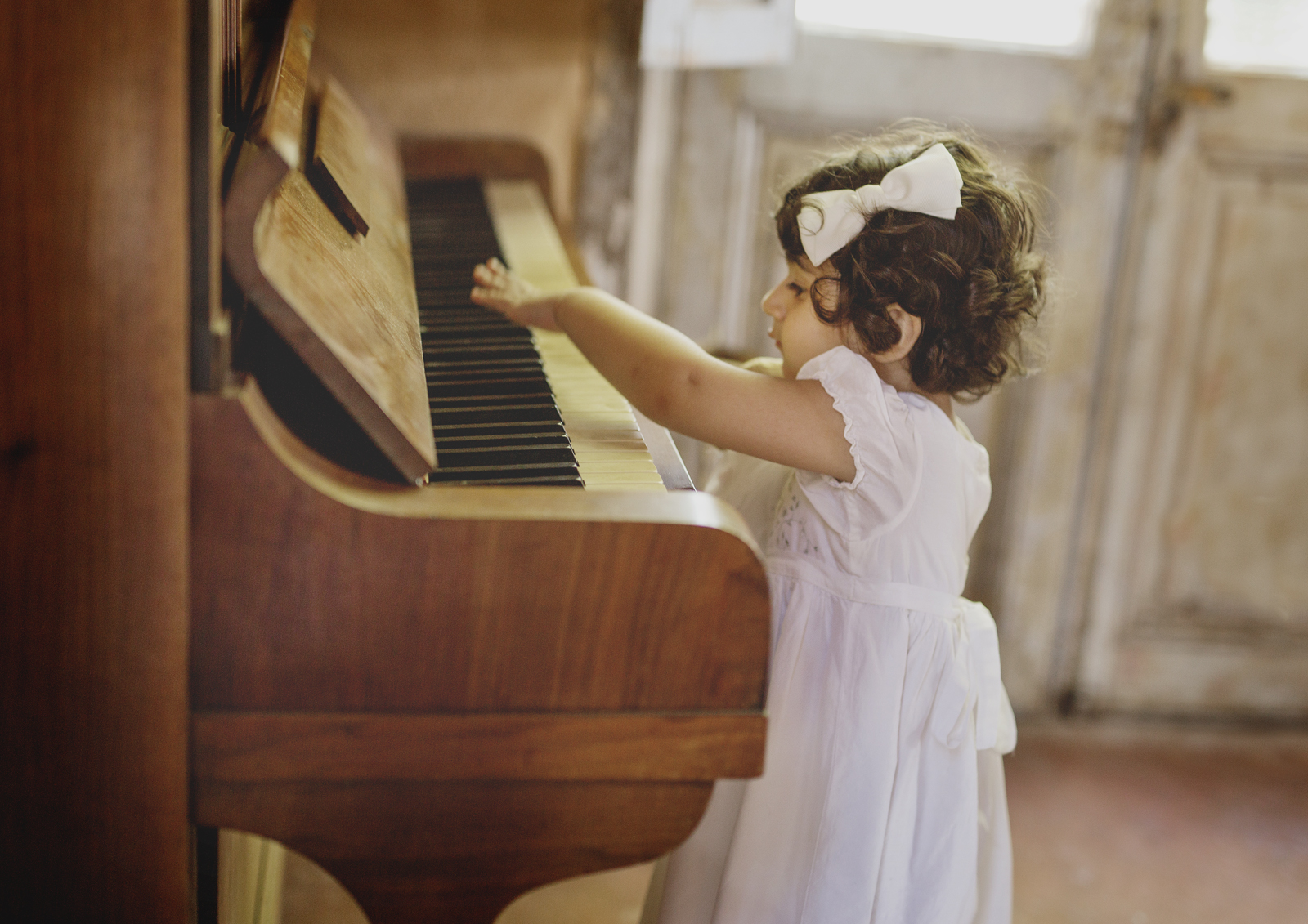 Toddler playing on the piano!