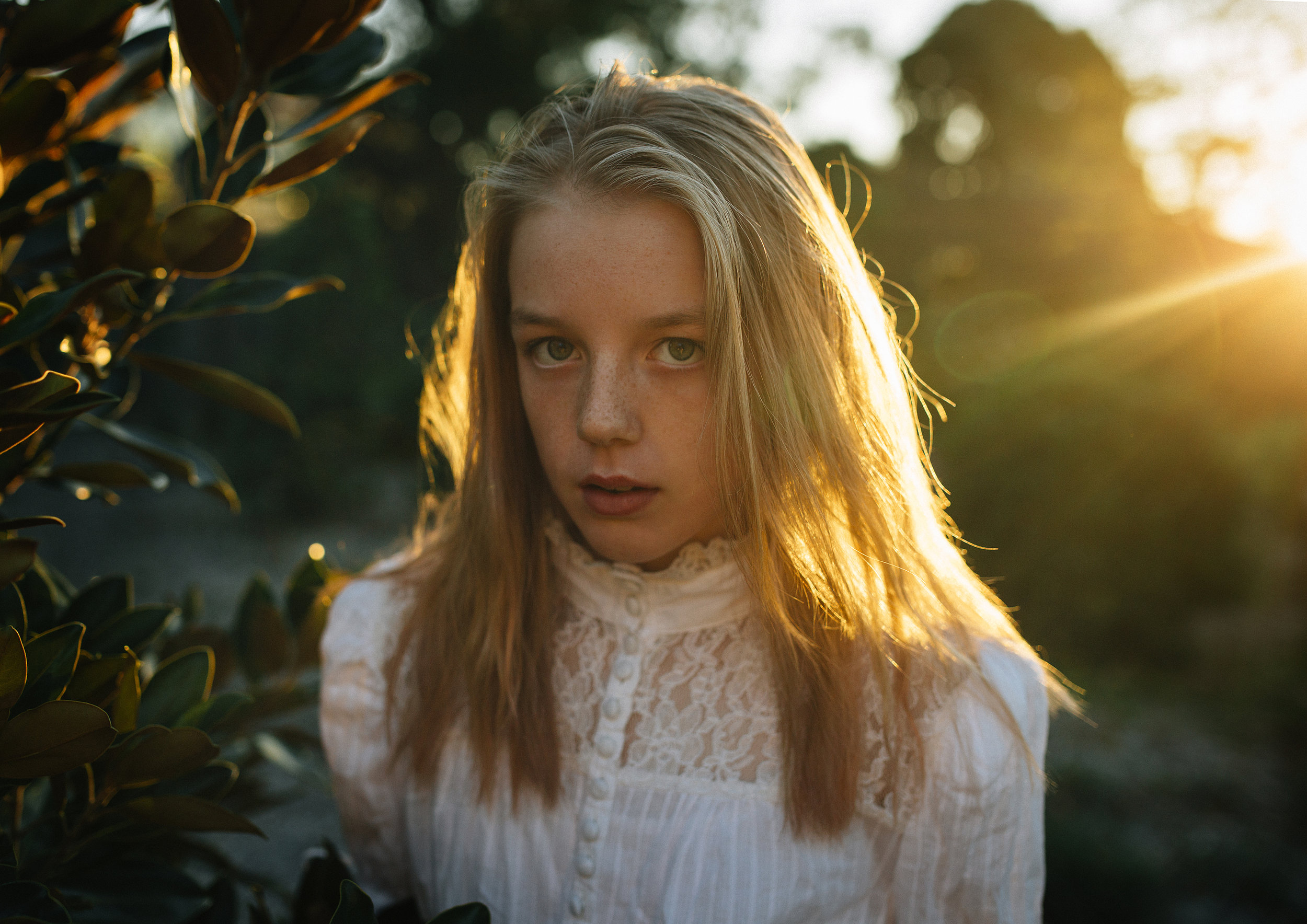 Beautiful Autumn light during a tween styled photo shoot