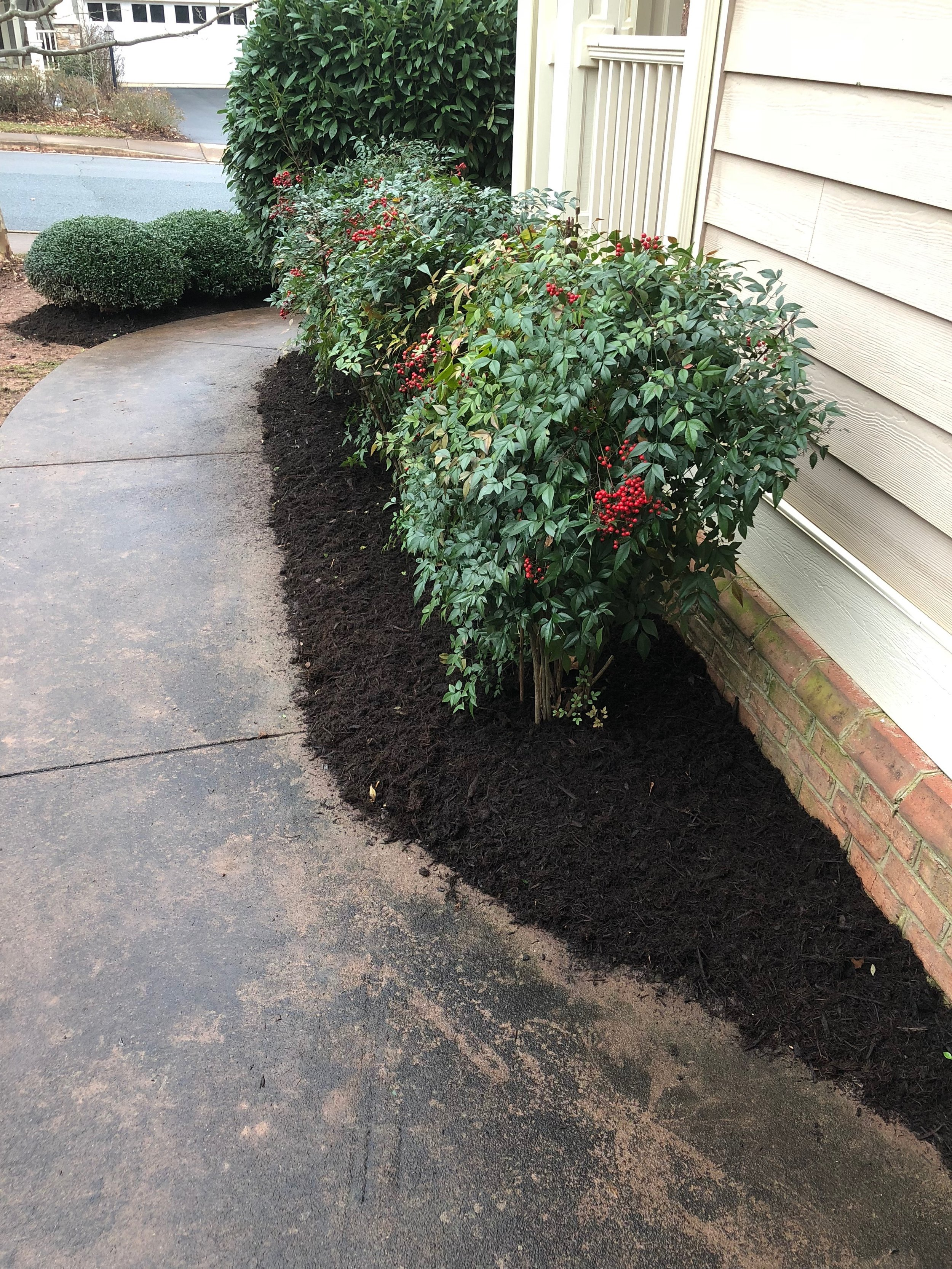 mulch-bed-landscaping
