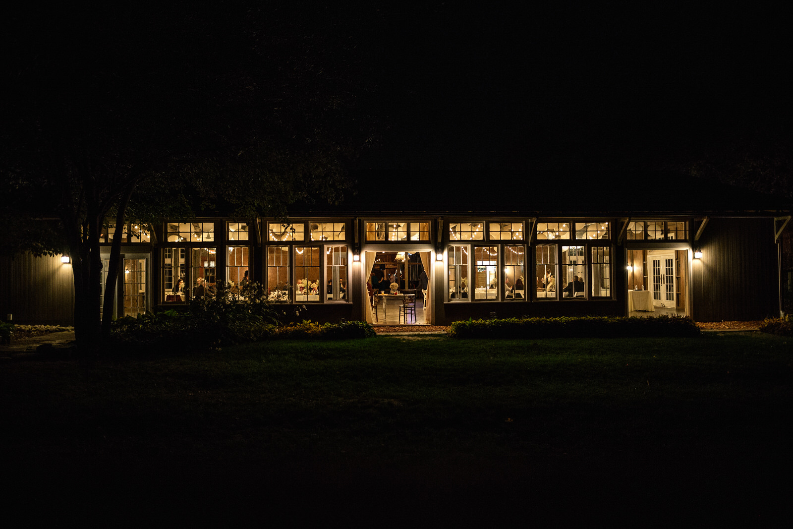 Portland Seattle Destination Wedding Photographer Michigan Millcreek Wilde Barn0092.JPG