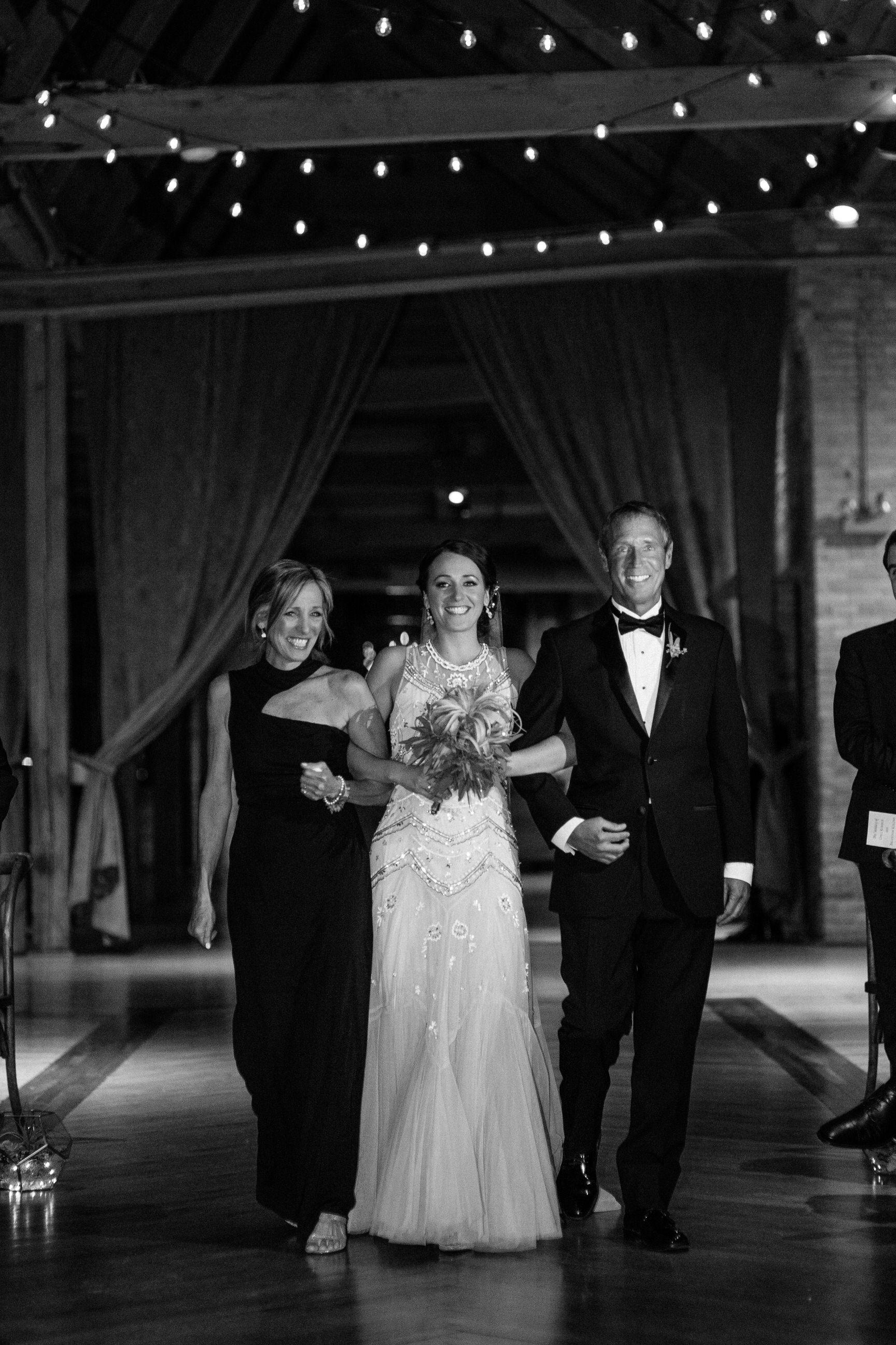 Chicago destination wedding photographer bridgeport art center052.JPG