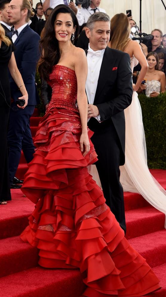 rs_634x1024-150504175143-634.Amal-Clooney-George-Clooney-Met-Ball-Red-Dress.jl.050415.jpg