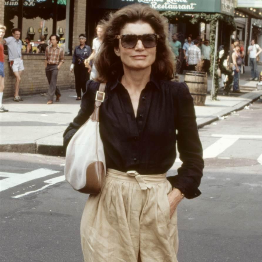 handbags-women-who-inspired-them-jackie-kennedy-gucci-today-170313-tease_0b529b074545edad7ae3980f3d38582d.today-ss-slide-desktop.jpg