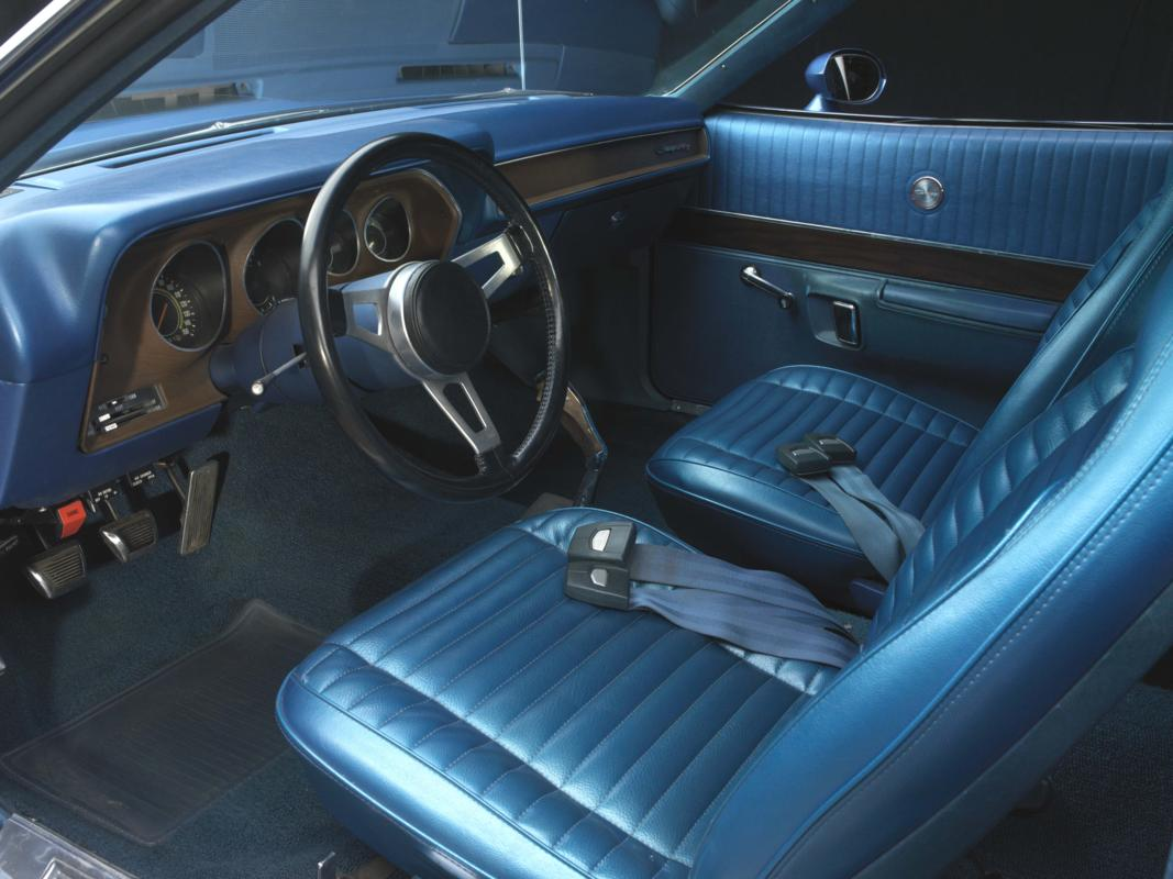 71 Blue 4spd interior.jpg