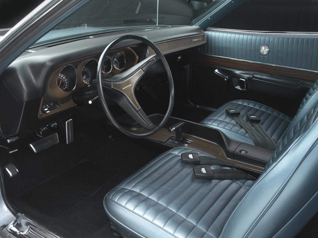 71 CHARGER 440 gunmetal interior.jpg