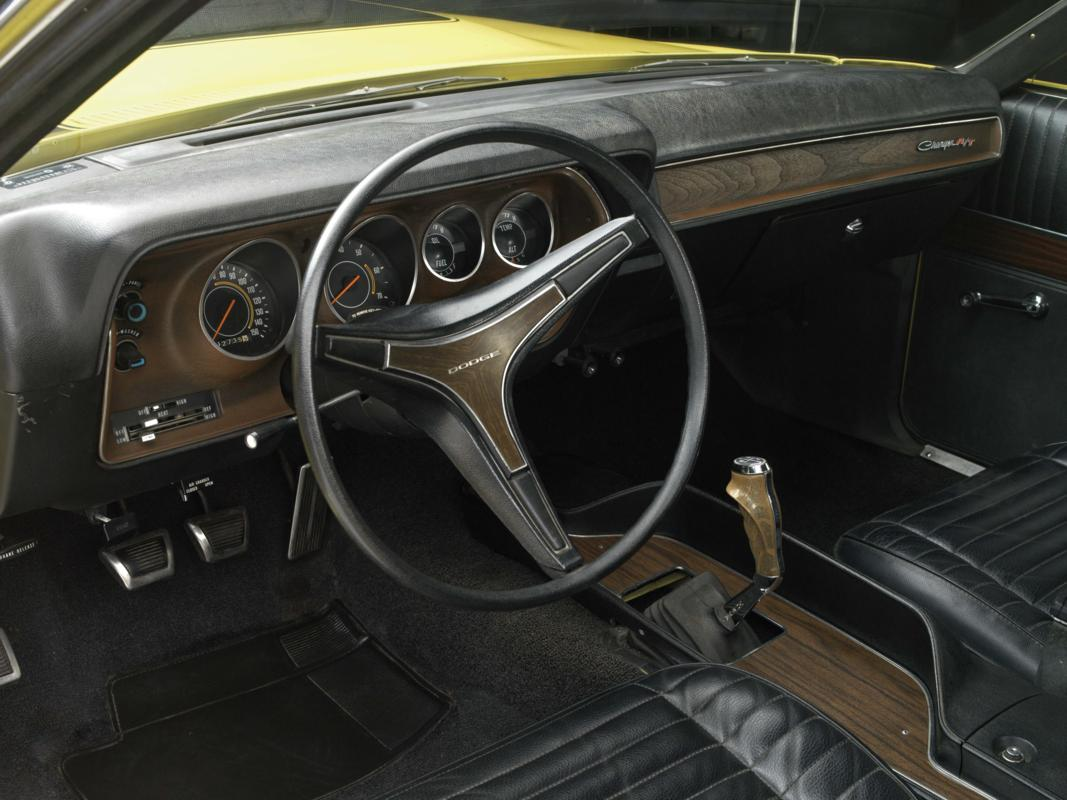 71 Lemon Twist Hemi interior.jpg