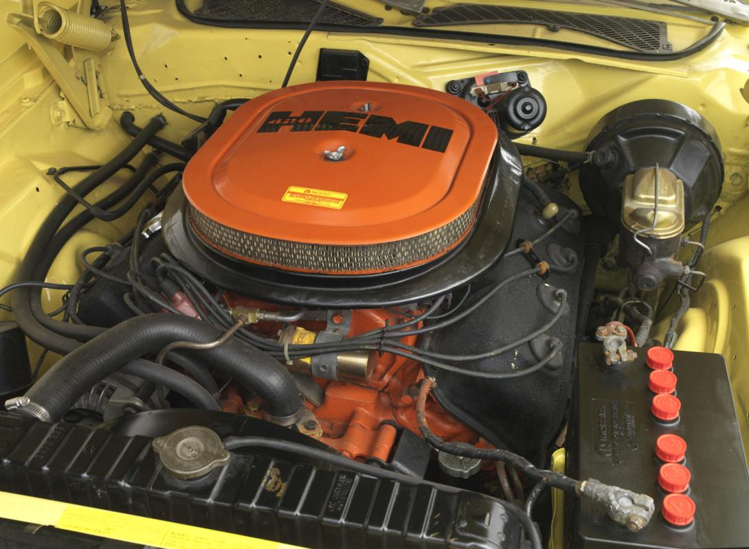 71 Lemon Twist Hemi engine.jpg