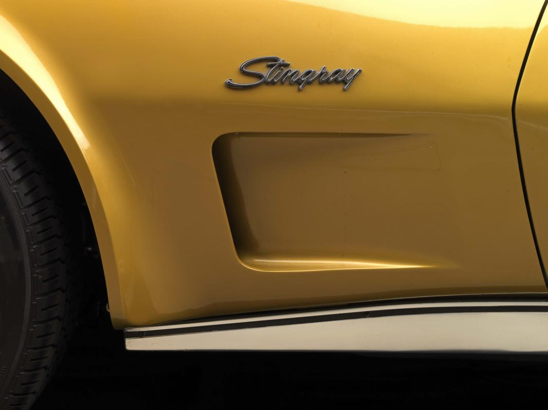 73 454 Corvette _Stingray_ badge and vent.jpg