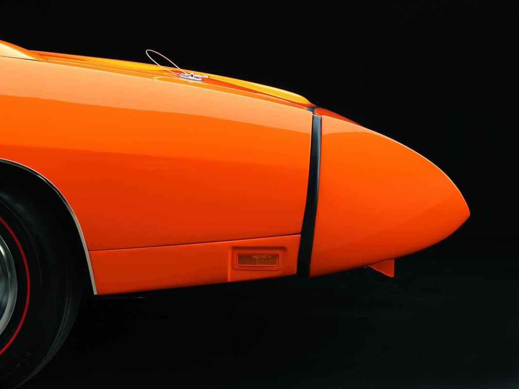 Dodge Charger Daytona 1969 orange nose profile.jpg