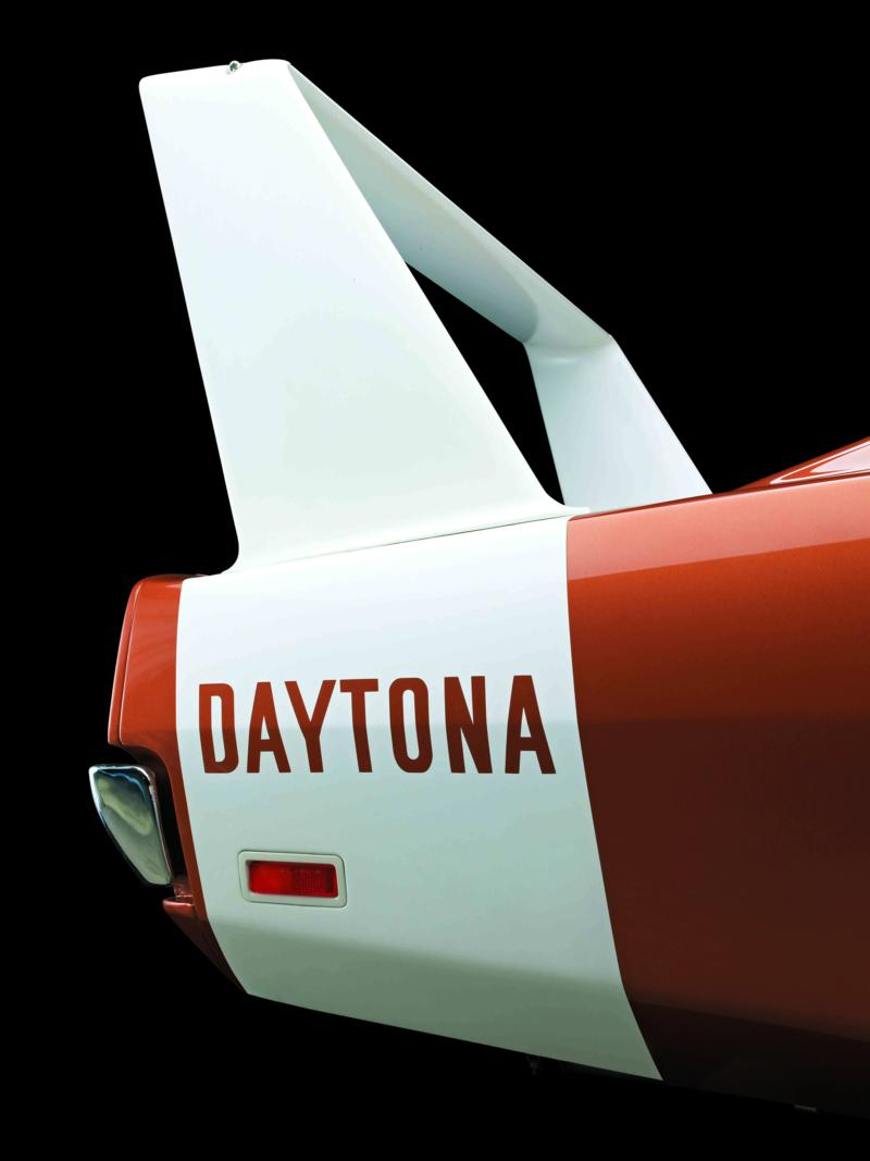 Dodge Charger Daytona 1969 copper wing.jpg