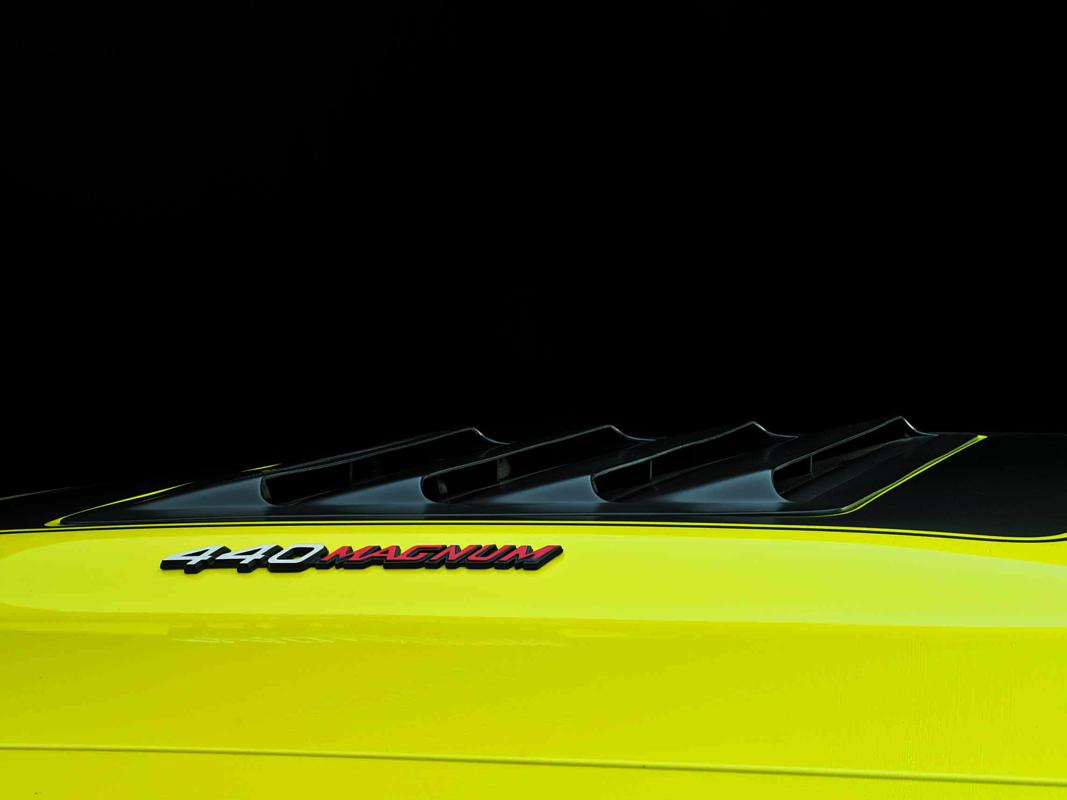 Dodge Charger R-T 440 Magnum 1971 yellow hood detail.jpg